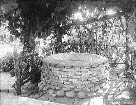 Wishing_well_-_Ramona_marriage_place_-_San_Diego_CA